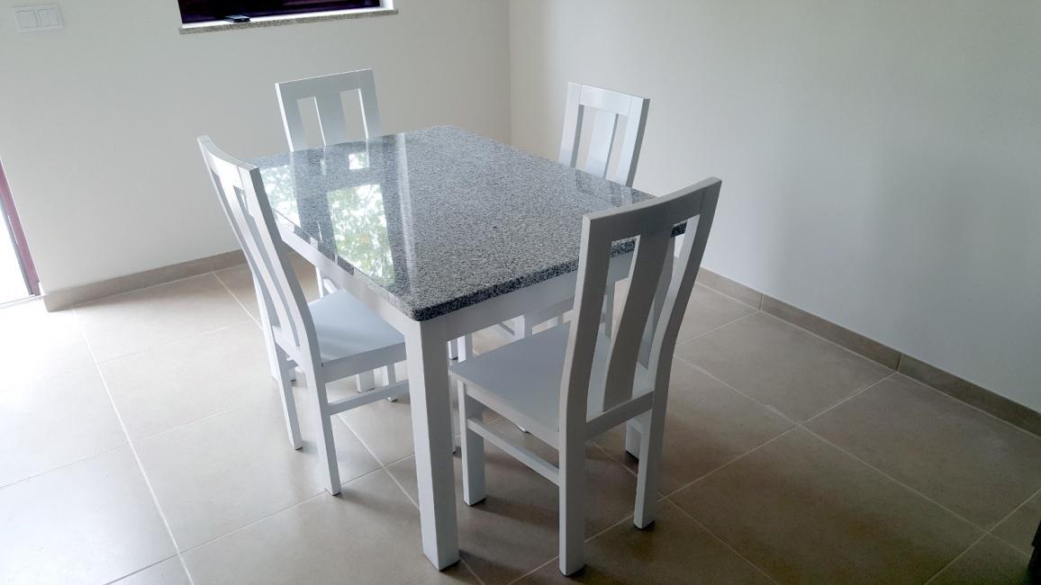 Conjunto mesa +  cadeiras Fernando Amaro